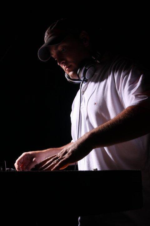 Dj mike shadow turntablist remixer producer dj mike shadow has been