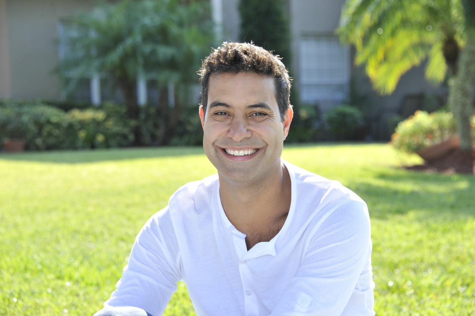 Luis E Garcia