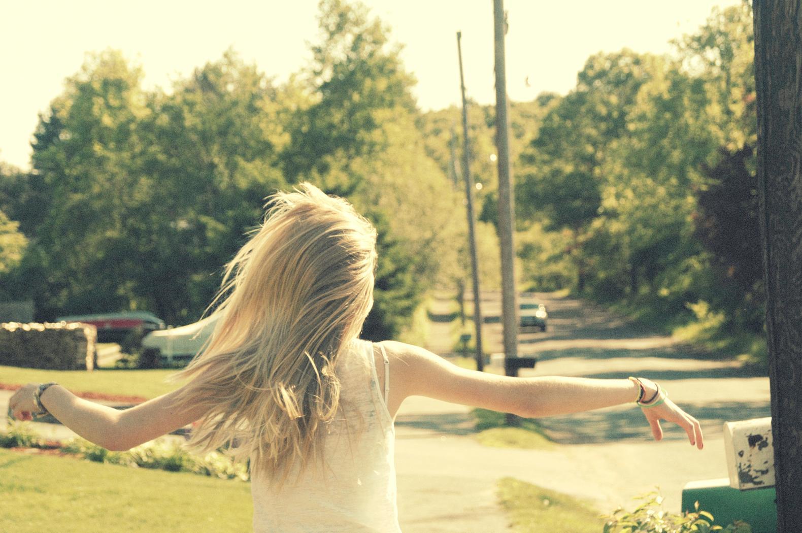 Фото невысокой блондинки издалека 22 фотография